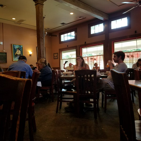 Photo taken at Mandina's Restaurant by Steve D. on 5/27/2018