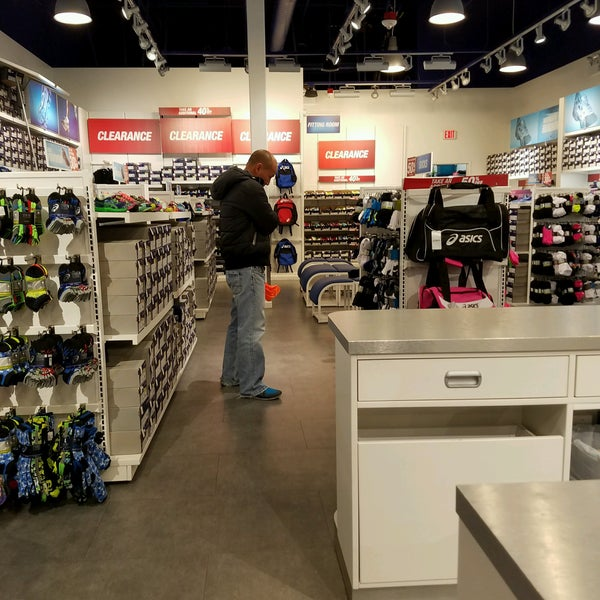 ASICS Premium Outlet South - Sporting