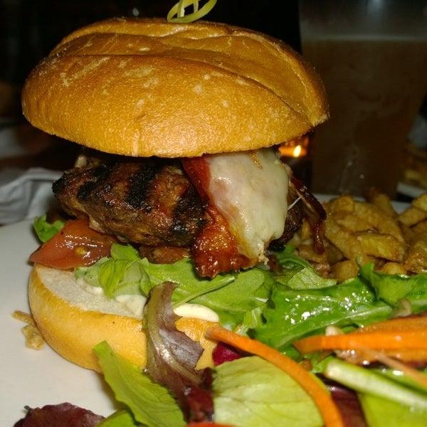 Foto diambil di Subeez Cafe Restaurant Bar oleh Phil i. pada 12/17/2013
