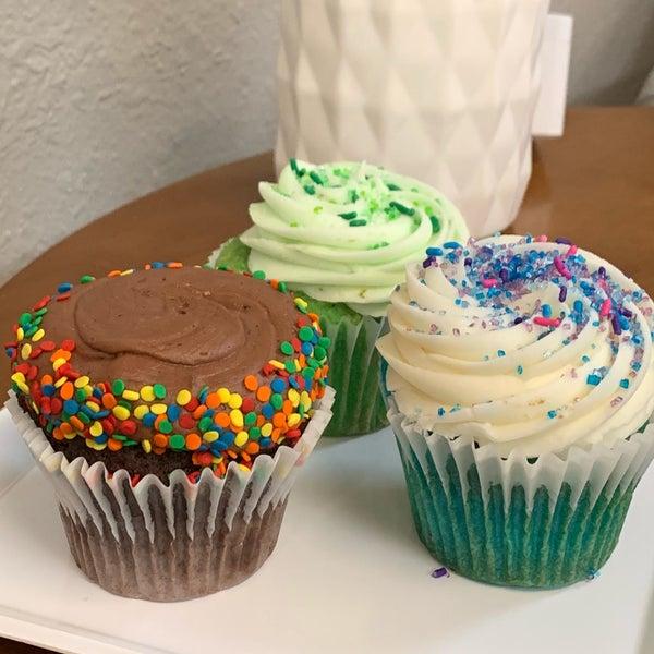 Foto tirada no(a) Cupprimo Cupcakery & Coffee Spot por Jo  G. em 5/9/2019