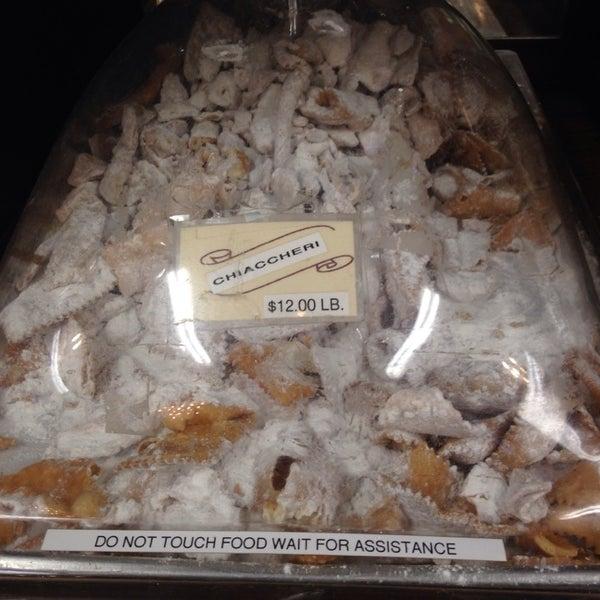 Foto tomada en LaGuli Pastry Shop por Jo  G. el 3/22/2014