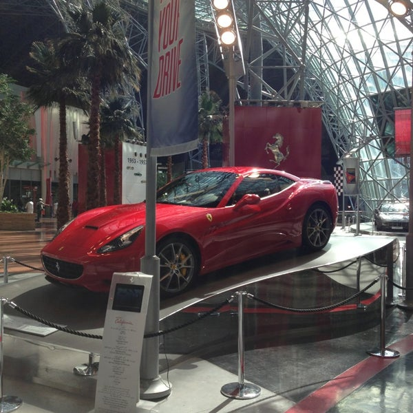 Foto tomada en Ferrari World Abu Dhabi por Agus C. el 2/6/2013
