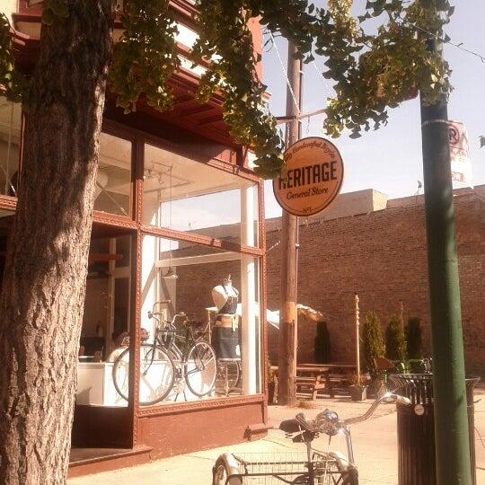 รูปภาพถ่ายที่ Heritage Bicycles โดย BeAwinna C. เมื่อ 9/29/2012