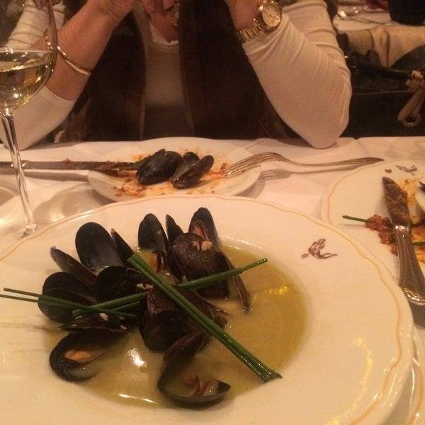 Foto diambil di Bottega del Vino oleh Deniz D. pada 11/15/2015