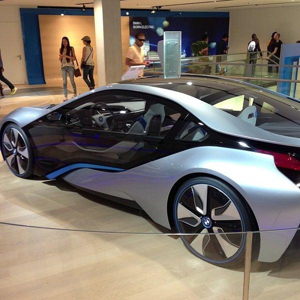 Foto tirada no(a) BMW Welt por Andrew R. em 7/5/2013