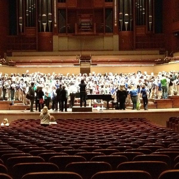 Foto tirada no(a) Morton H. Meyerson Symphony Center por JR D. em 1/26/2013