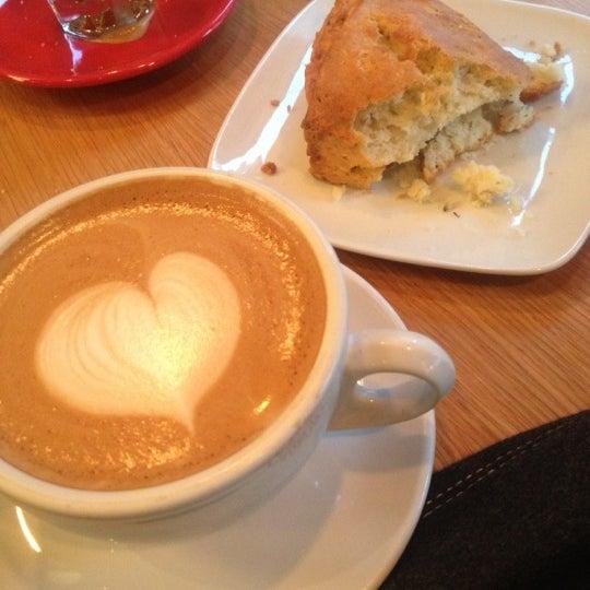 Foto tirada no(a) Ports Coffee & Tea Co. por M J. em 1/10/2013