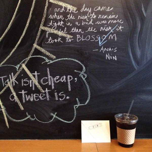 Foto tomada en Ports Coffee & Tea Co. por Jane K. el 8/28/2013