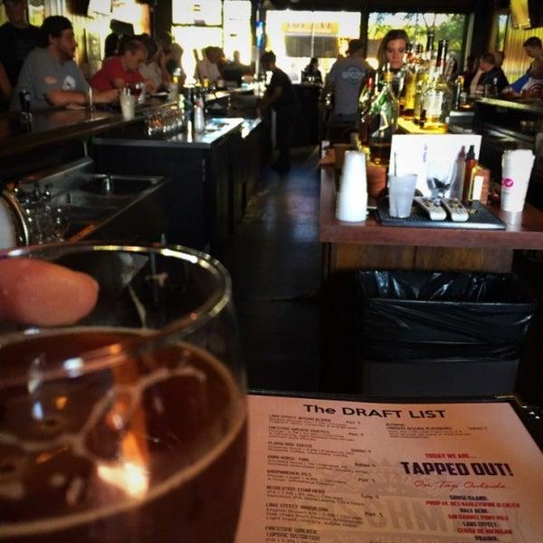 7/16/2016 tarihinde Marty F.ziyaretçi tarafından Fischman Liquors & Tavern'de çekilen fotoğraf