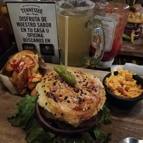 Foto diambil di Tennessee Ribs & Burgers oleh Berenice J. pada 8/10/2019