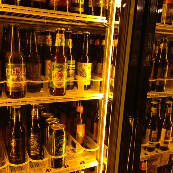 Das Foto wurde bei Alphabet City Beer Co. von Leigh F. am 7/13/2013 aufgenommen