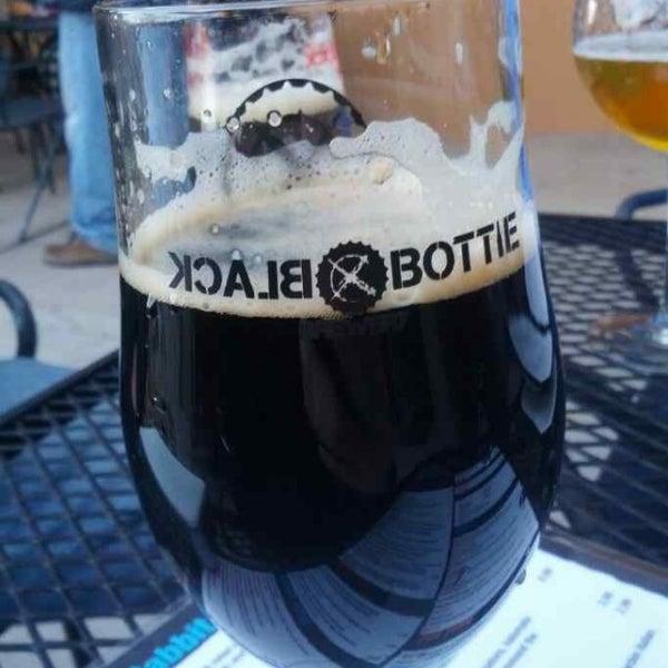 Das Foto wurde bei Black Bottle Brewery von Adam L. am 4/13/2013 aufgenommen