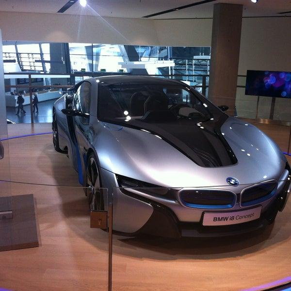 Foto tirada no(a) BMW Welt por Julia S. em 5/1/2013