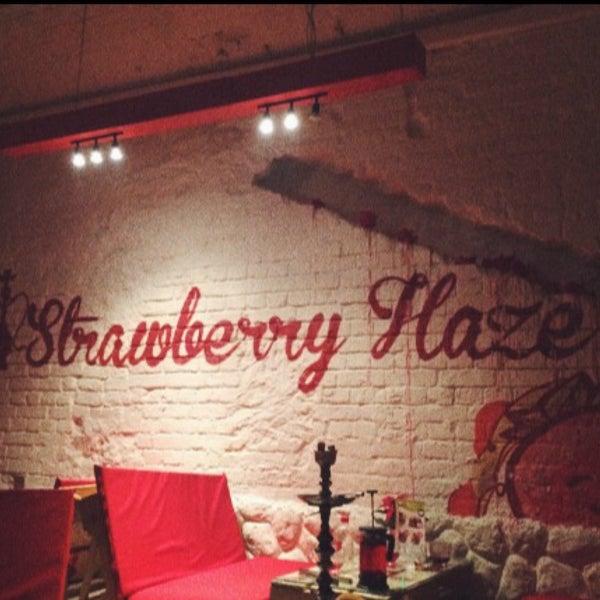 Снимок сделан в Strawberry Haze (18+) пользователем nast.yaa 3/28/2016