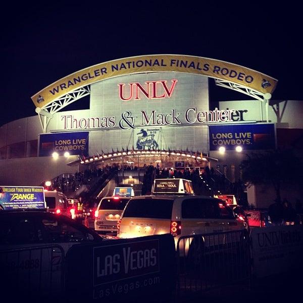 Das Foto wurde bei Thomas & Mack Center von Zobi N. am 12/16/2012 aufgenommen