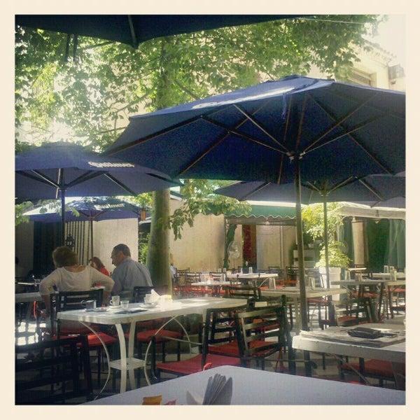 Foto scattata a Museo Evita Restaurant & Bar da Daniel H. il 11/17/2012