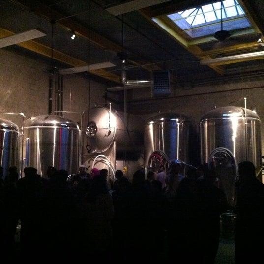 Foto tirada no(a) SingleCut Beersmiths por Gil L. em 12/8/2012