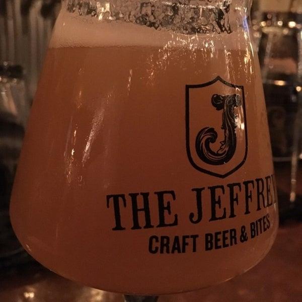 Foto tomada en The Jeffrey Craft Beer & Bites por Carlos D. G. el 1/6/2017