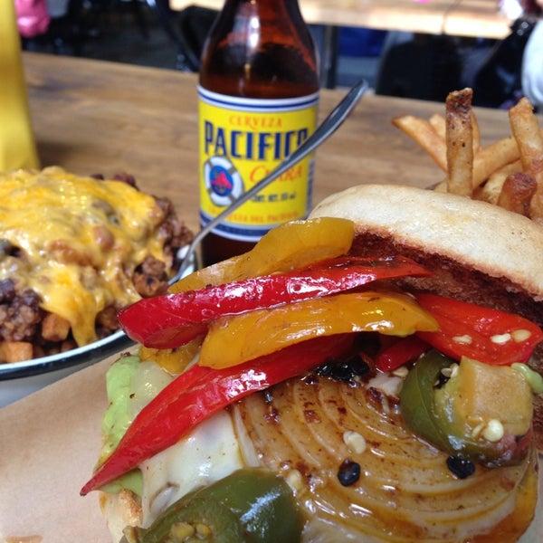 8/4/2013에 Ai Z.님이 Smokey's Burger House에서 찍은 사진