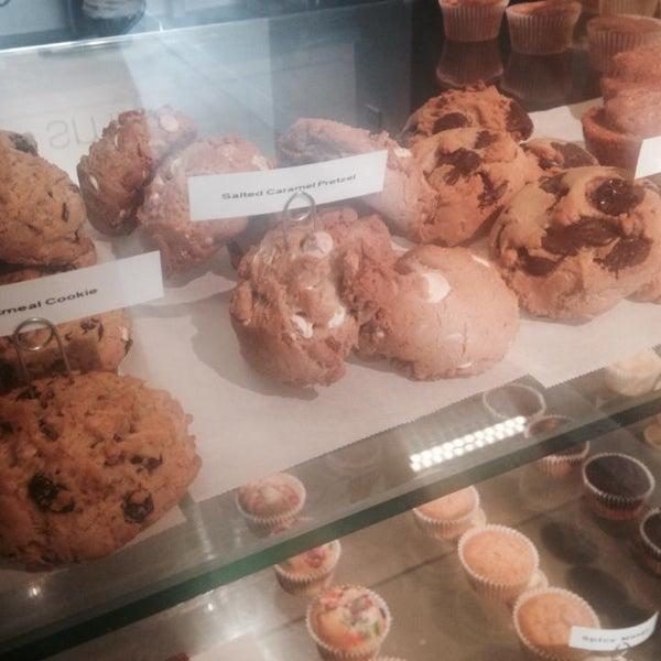 Foto diambil di Skinny Piggy Bakery oleh Skinny Piggy Bakery pada 8/29/2014