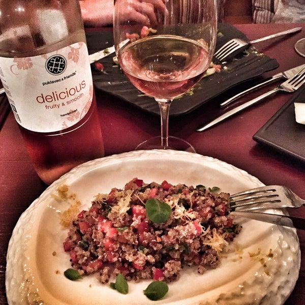 Огромный выбор вин и очень вкусная кухня. Уровень шикарных ресторанов в Европе!