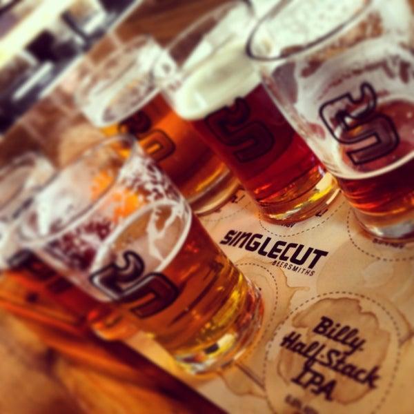 Foto tirada no(a) SingleCut Beersmiths por kelly w. em 4/7/2013