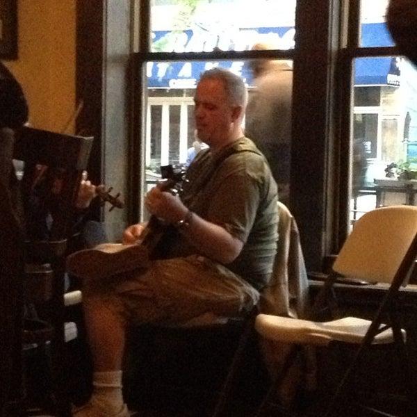 5/27/2013にJason R.がThe Grafton Irish Pub & Grillで撮った写真