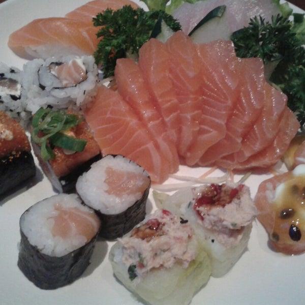 Foto tirada no(a) Saikou Sushi por Gabrielle I. em 7/15/2014