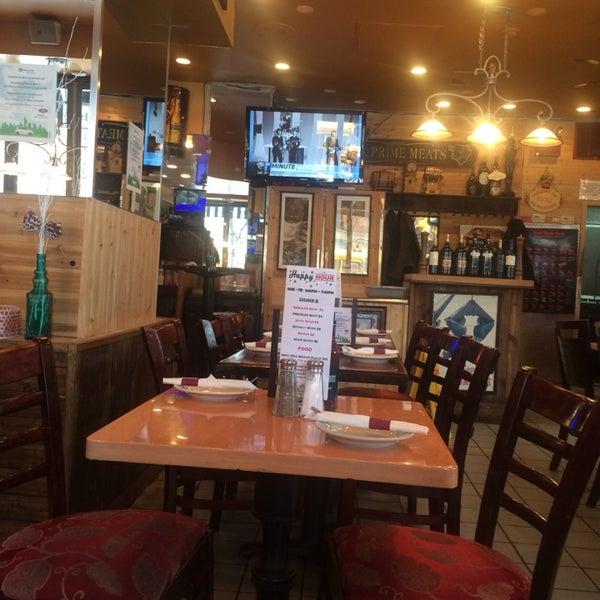 Foto diambil di Ottomanelli's Wine & Burger Bar oleh Julius Erwin Q. pada 2/6/2014