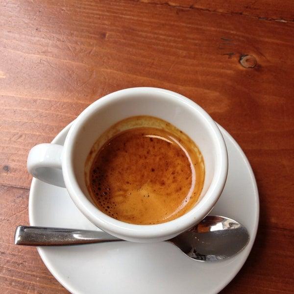 Foto diambil di Brew Lab Coffee oleh Konstantinos T. pada 7/2/2013