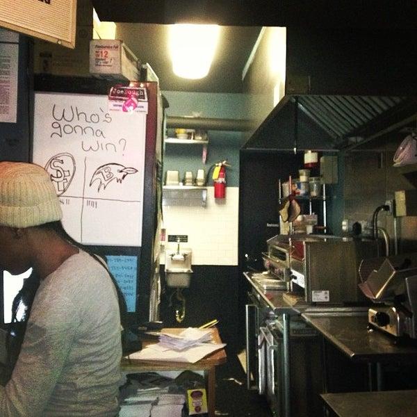 Foto tirada no(a) JoeDough Sandwich Shop por Kirsten P. em 1/29/2013