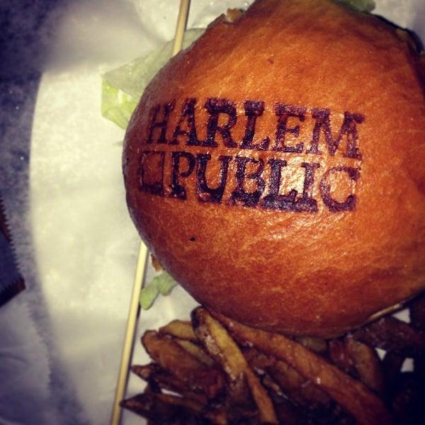 รูปภาพถ่ายที่ Harlem Public โดย Sophie M. เมื่อ 2/16/2013