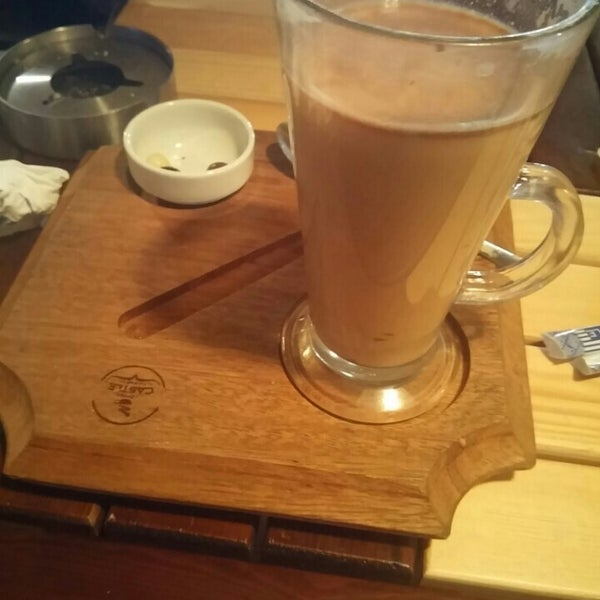 รูปภาพถ่ายที่ Coffee Castle โดย Emre T. เมื่อ 2/15/2016