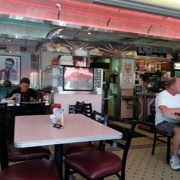 Foto tirada no(a) Rosie's Diner por Heather S. em 6/10/2013
