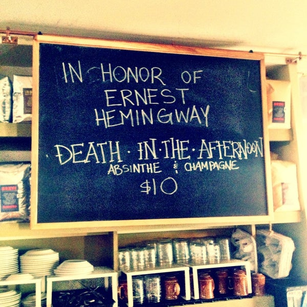รูปภาพถ่ายที่ The West—Coffeehouse & Bar โดย Vinny C. เมื่อ 7/3/2013