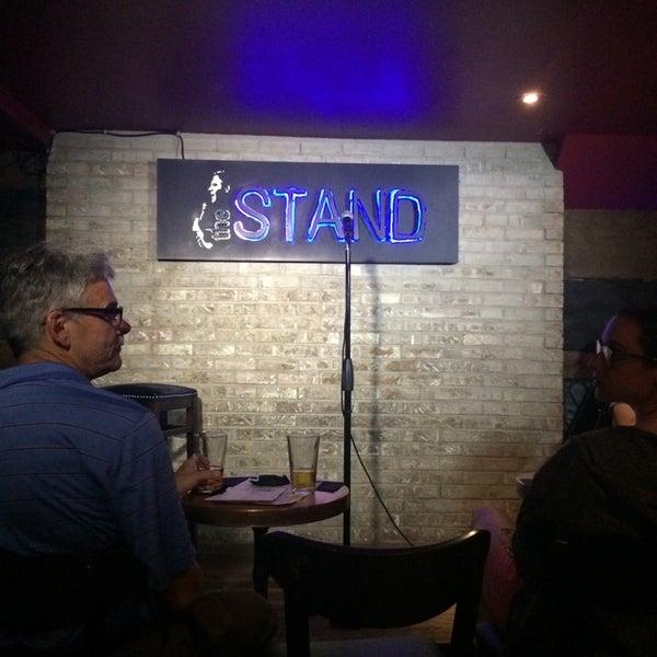 Foto tomada en The Stand Restaurant & Comedy Club por tunga t. el 7/8/2014