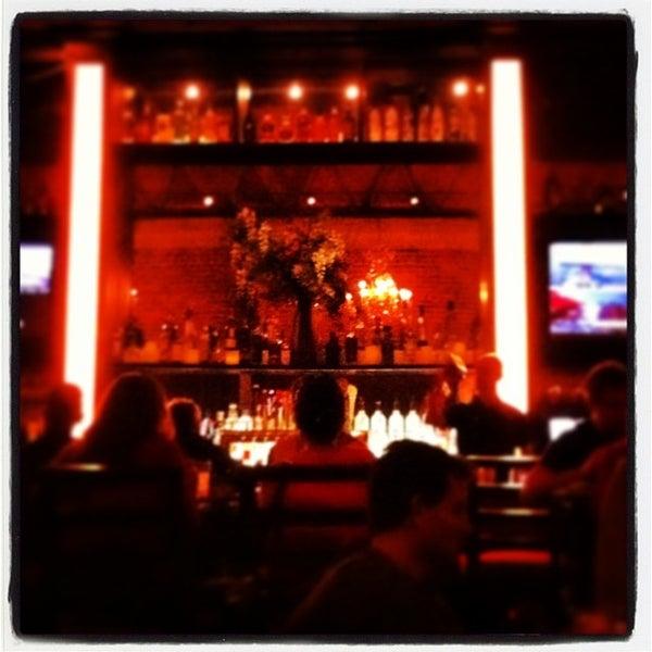 Foto diambil di The Glendon Bar & Kitchen oleh Lisa Jey D. pada 11/9/2013