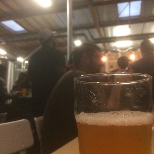 Foto tomada en Beach City Brewery por Gary W. el 11/18/2016