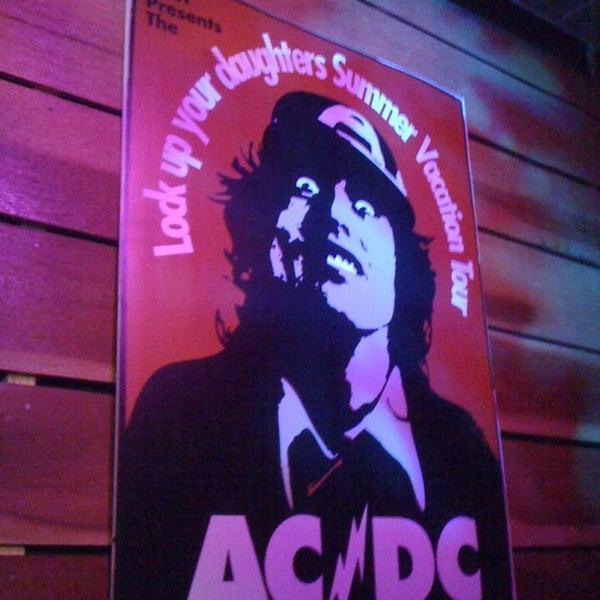11/25/2012にLeonardo d.がOzzie Pubで撮った写真