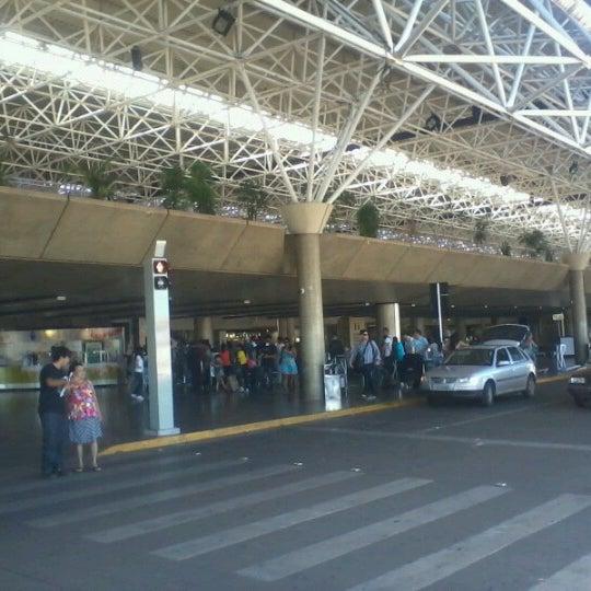 Foto tomada en Aeropuerto Internacional de Brasilia Presidente Juscelino Kubitschek (BSB) por Cairo B. el 12/19/2012