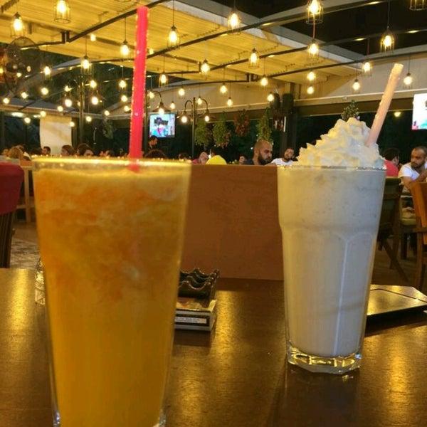 รูปภาพถ่ายที่ Coffee Castle โดย Serap 💥 .. เมื่อ 7/31/2016