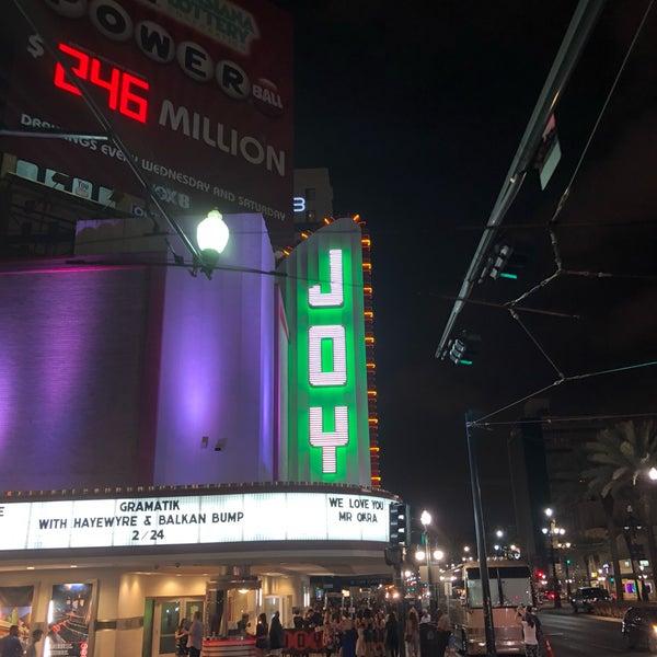 รูปภาพถ่ายที่ The Joy Theater โดย Blake J. เมื่อ 2/22/2018