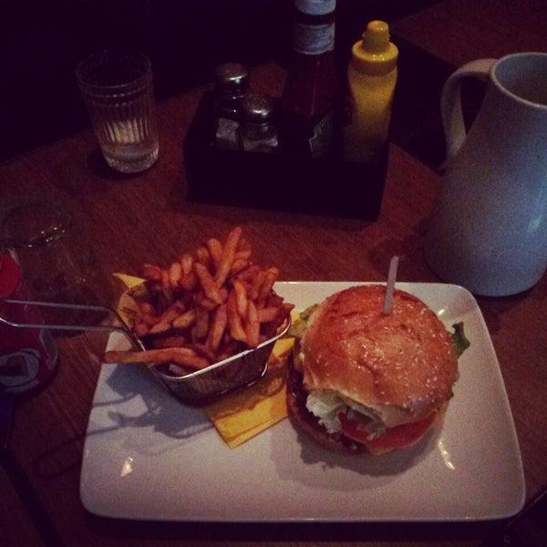 Foto tirada no(a) Mamie Burger Grands Boulevards por Jade A. em 7/10/2014