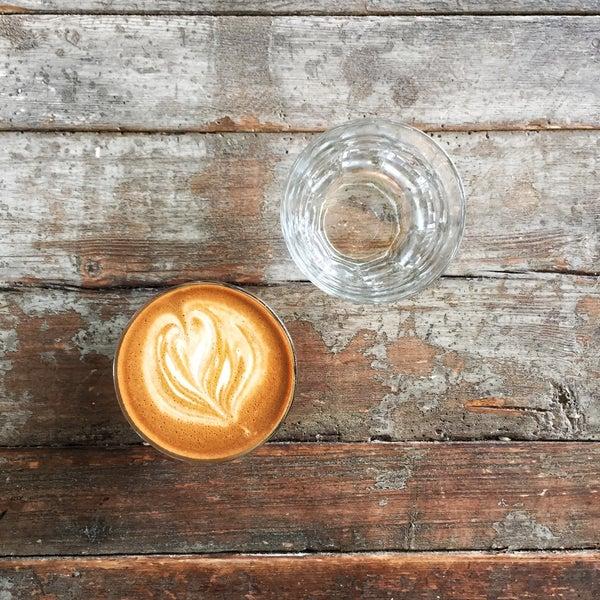 7/9/2016 tarihinde Ahmet 🧿ziyaretçi tarafından Analog Coffee'de çekilen fotoğraf