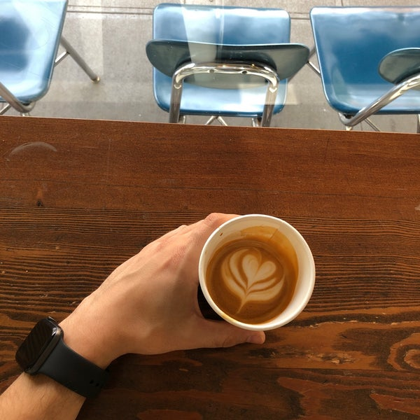4/22/2019 tarihinde Ahmet 🧿ziyaretçi tarafından Analog Coffee'de çekilen fotoğraf