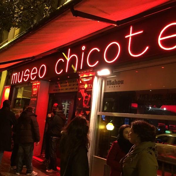 รูปภาพถ่ายที่ Museo Chicote โดย Paulo G. เมื่อ 1/28/2016