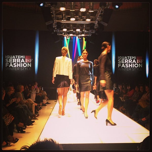 ba9937c1c4 Foto tirada no(a) ISF Iguatemi Serra Fashion por Iguatemi C. em 4