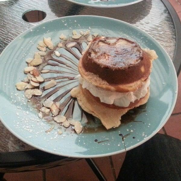 Das Foto wurde bei Waffle Era Tea Room von Raul B. am 5/25/2013 aufgenommen