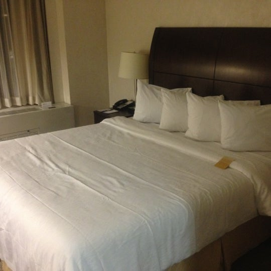 Foto tirada no(a) Hilton Garden Inn por Joey L. em 11/22/2012