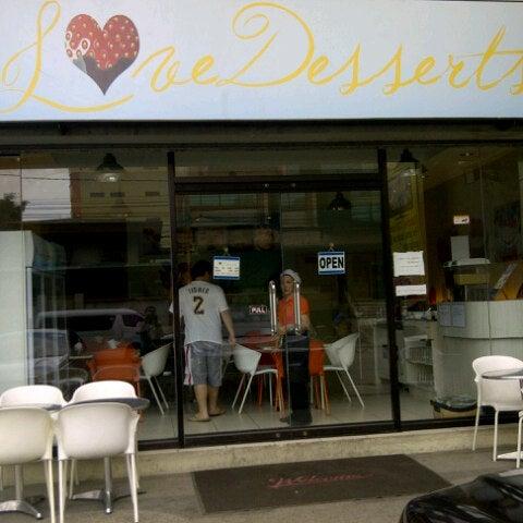 Снимок сделан в Love Desserts пользователем Ivan M. 9/16/2012